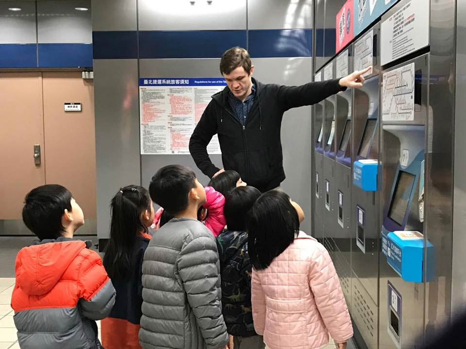 Teaching kids about the MRT in Taipei